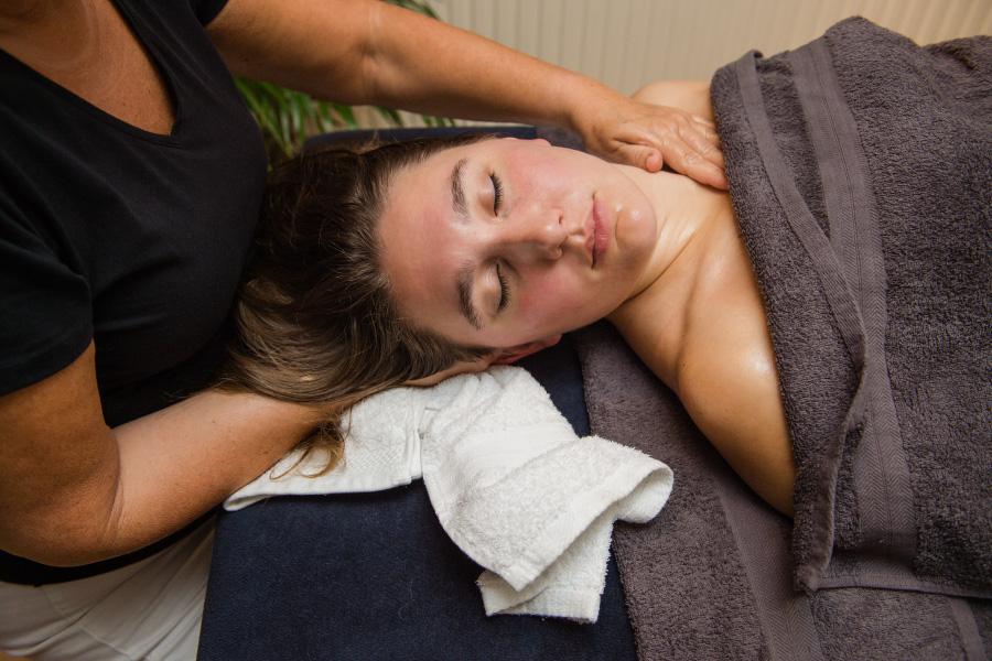 amaranth-behandelingen-gelaats-en-hoofdmassage